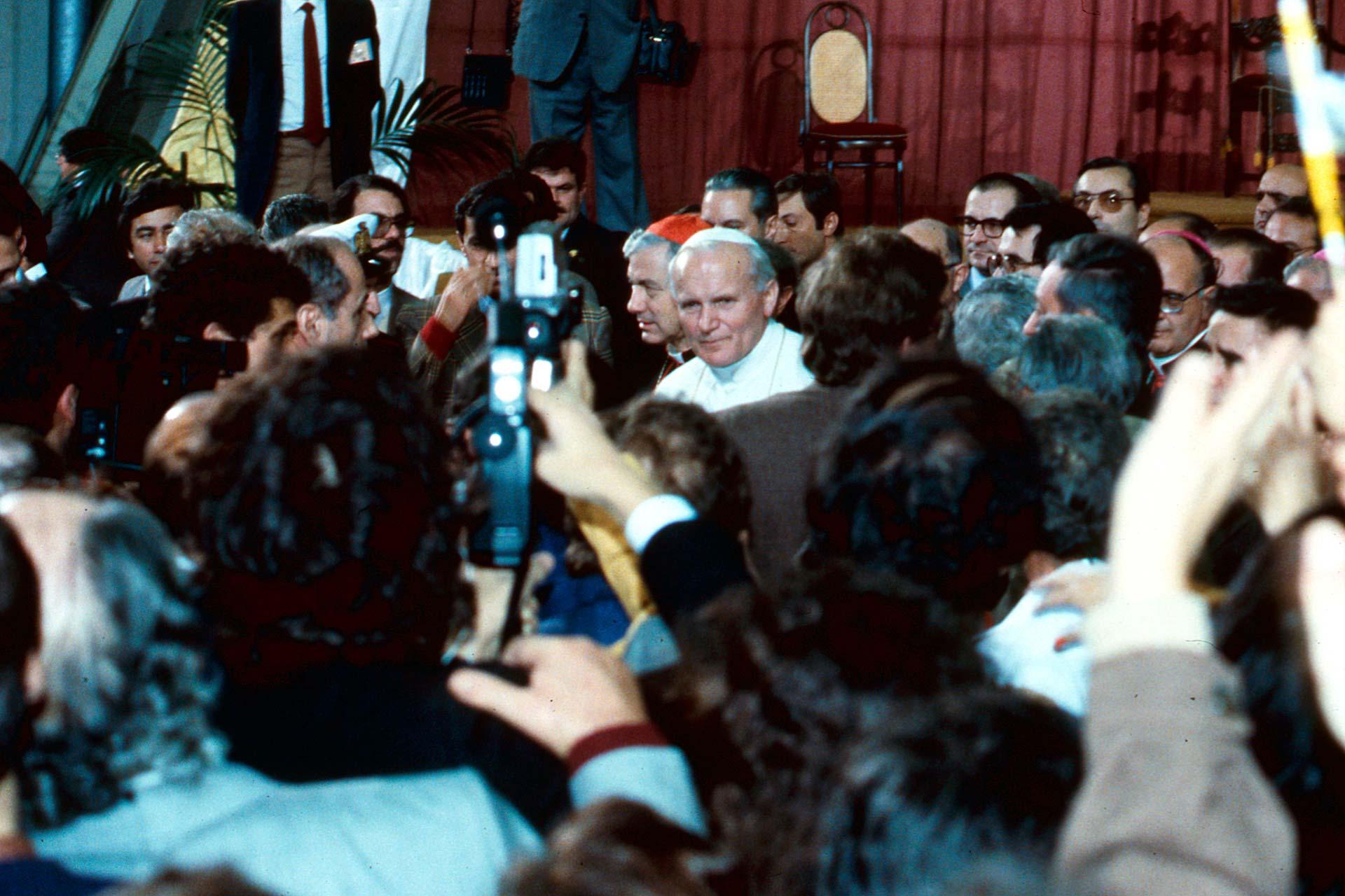 Il Papa porge i saluti e parla agli operai e ai dirigenti del Cantiere Navale di Palermo con parole ferme e piene di coraggio.