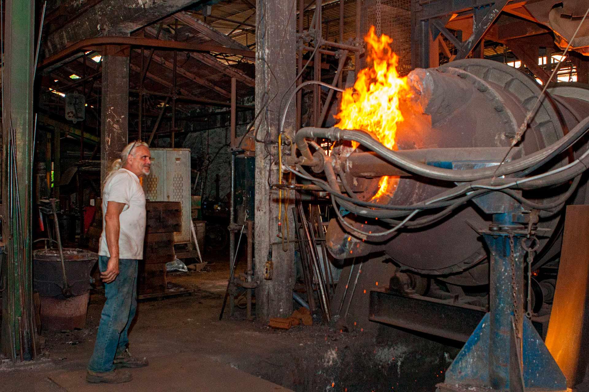 Fino al 1986, hanno fuso con un forno tradizionale, alimentato a carbon coke.