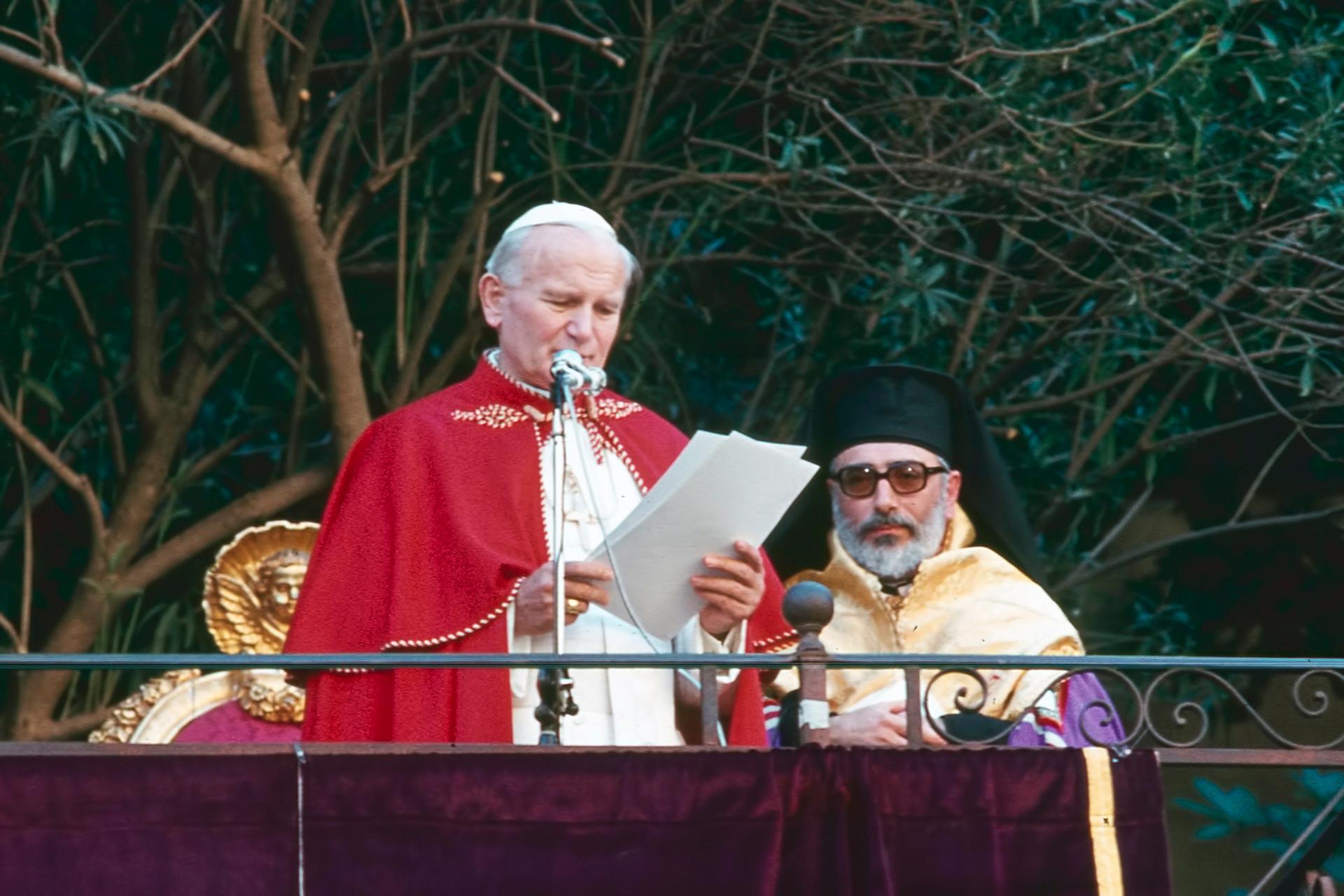Visita alla comunit? greco?ortodossa di Piana degli Albanesi, nella Chiesa albanese di rito bizantino ?La Martorana?.