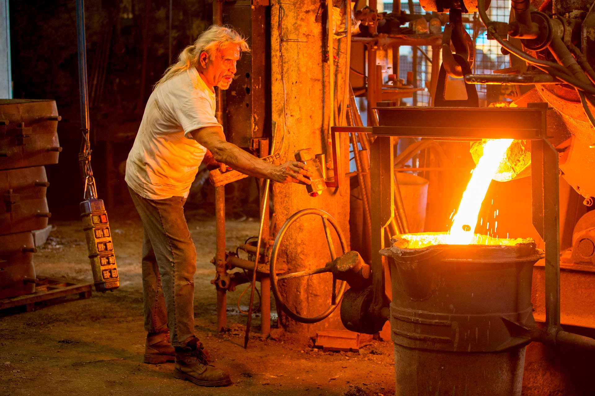 Cast iron casting is a manufacturing process that allows, through high temperatures, to produce and give a precise shape to objects made with this alloy.