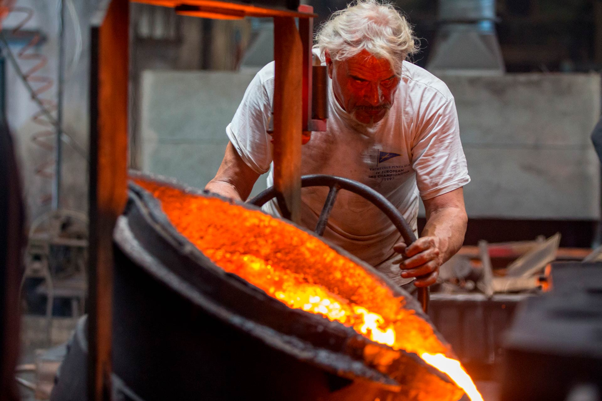 To ensure the production of high quality cast iron castings, the whole process of working the cast iron is followed step by step by Omero himself.