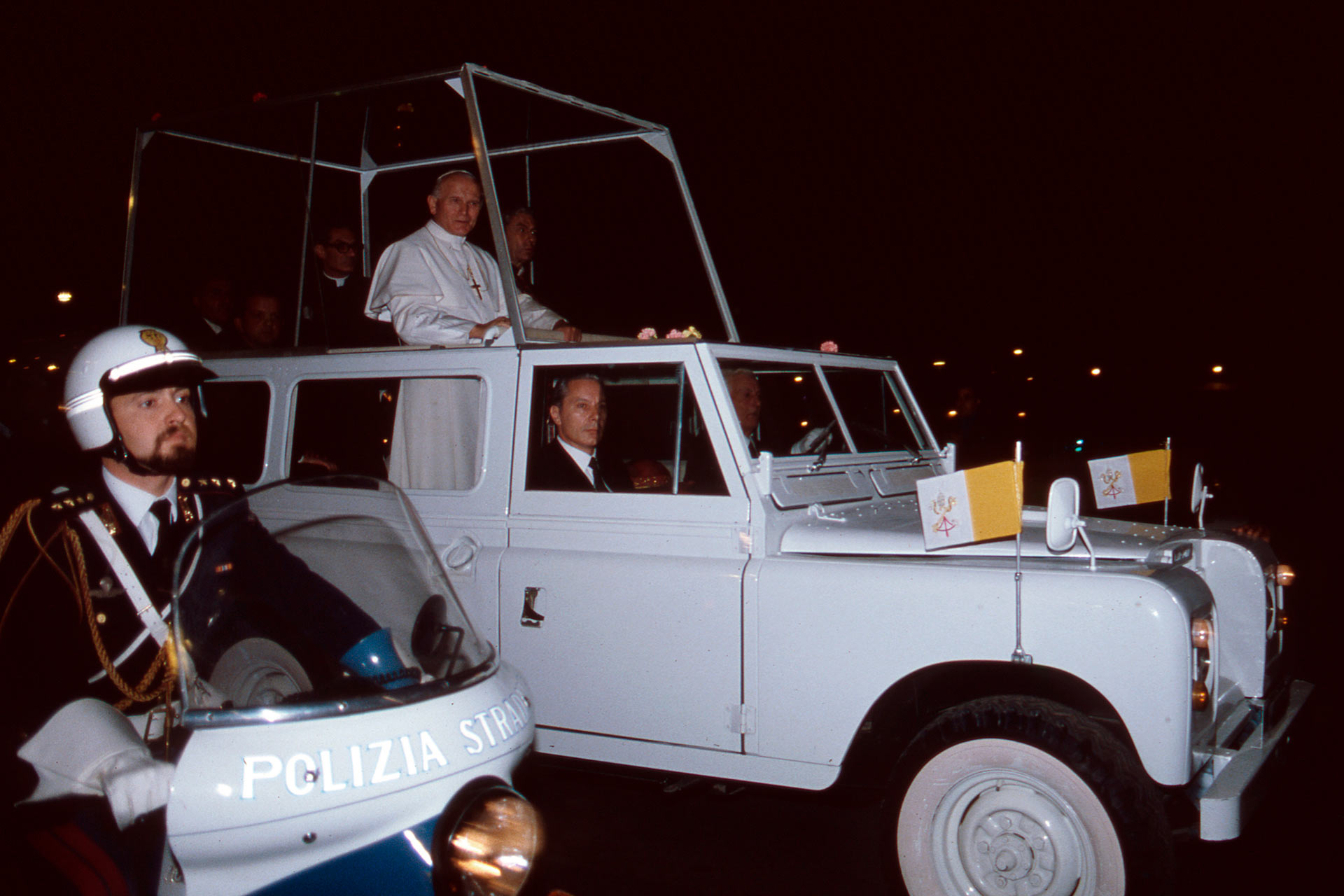 After two very intense days of commitments, Pope Woytila, passing in Popemobile through the streets of Palermo, is transferred to the port of Palermo, where a helicopter was waiting for him to bring him to Punta Raisi airport, now named: ?Falcone and Borsellino airport?.